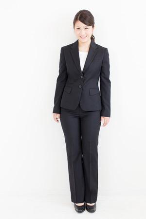 ... の服装・女性・パンツスーツ