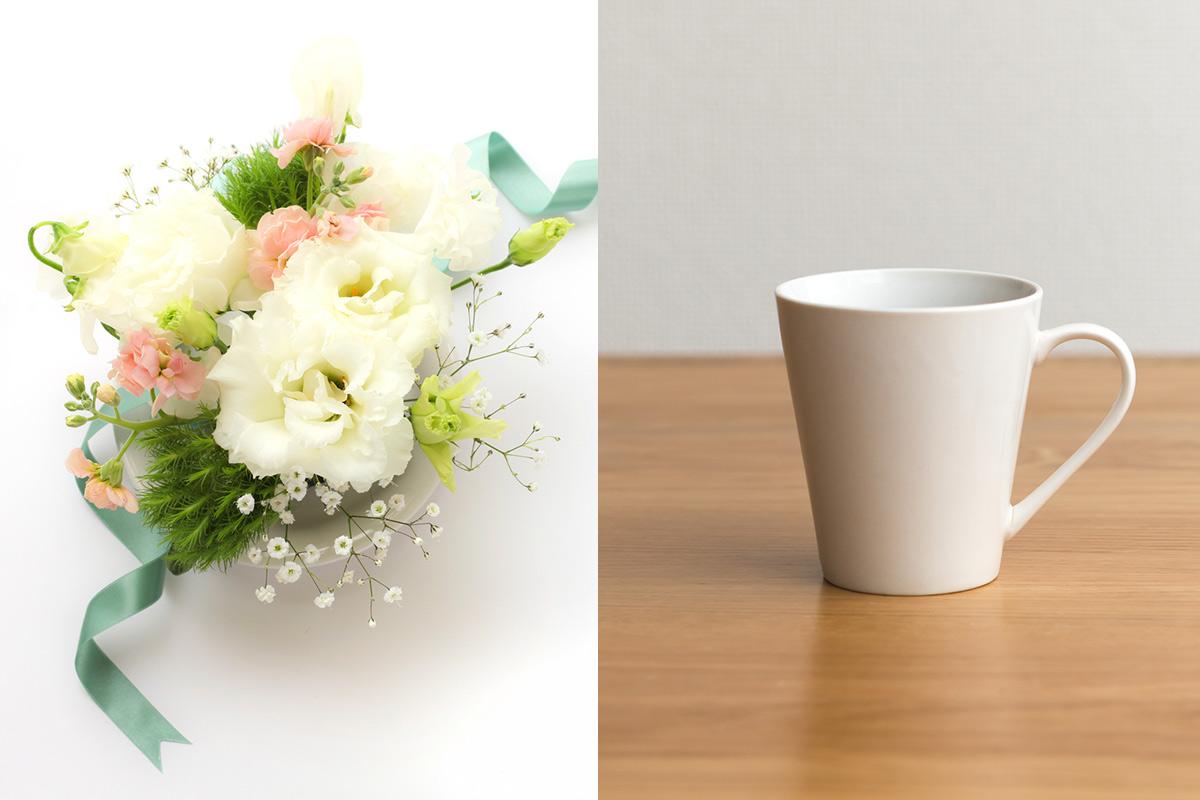 女性の退職祝いに相応しい花束とマグカップ